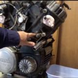 Afmontering af motorens front-cover
